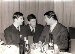 """Weihnachtsfeier beim ÖFB in der """"Karl Decker-Ära"""" 1960. Im Bild von links die Teamspieler Hans Buzek, Walter Glechner und Horst Nemec. Foto: privat/oepb"""