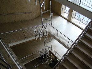 Für ein Kind scheint alles riesig, Jahrzehnte später hat das Treppenhaus seine Rübezahl-Größe verloren. Foto: © oepb