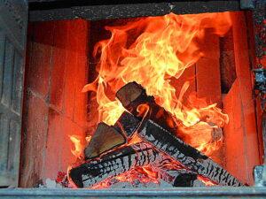 Ein Kaminfeuer - oder aber die Zentralheizung - wärmt die kalten Knochen dann ohnehin wieder auf. Foto: oepb
