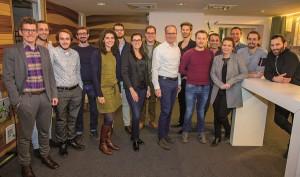 """Mit dem """"Club25"""" startete SERVICE&MORE im Jahr 2015 ein Ausbildungsprogramm für Jungunternehmer und zukünftige Führungskräfte. In einer Veranstaltungsreihe traf sich der Nachwuchs österreichischer Familienbetriebe mit Experten aus der Einrichtungsbranche, um Erfahrungen auszutauschen und Kontakte zu knüpfen. 17 Teilnehmende haben die Weiterbildungsinitiative erfolgreich absolviert. Foto: SERVICE&MORE"""