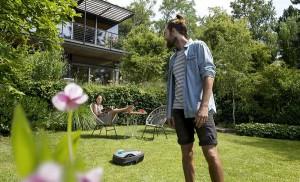 Entspannte Freizeit im Garten genießen dank smarter Produkte von GARDENA. Foto: GARDENA