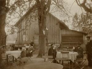 Blick um 1900 in den Gasthof Seyrlufer in der Gemeinde Lustenau, die 1873 nach Linz eingemeindet wurde. Foto: NORDICO Stadtmuseum Linz