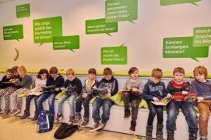 Mit den KiJuBu-Tagen soll die Begeisterung für das Lesen der jungen Bücher-Würmer erneut angestachelt werden. Foto: Klaus Engelmayer