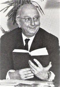 Richard Eybner: engagierter Komiker mit lustiger, langer Gestalt und der seltsamen Cyrano-Nase. So die Kritik einst über Richard Eybner. Hier beim pointierten Vortragen im Jahre 1964 von Josef Weinheber-Texten. Foto: oepb