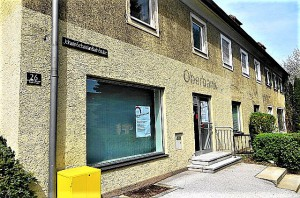 Zuletzt befand sich darin eine Bankfiliale, die jedoch auch vor einiger Zeit wieder aufgelassen wurde. Foto: © oepb