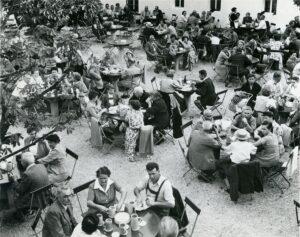 Das Augustiner Bräustüberl, hier im Jahre 1957, ist heute noch als Breitwieserhof bekannt, und besticht durch gutbürgerliche Küche, garniert mit deftiger Hausmannskost. Foto: Sammlung Günter Kaar