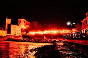 Die Nacht wurde von der ³Szene Steyr² zum Tag gemacht. Die Feierlichkeiten des 100. Geburtstages ihres SK Vorwärts Steyr wurden am Samstag, 13. April 2019 gegen Mitternacht mit dieser Pyroshow eingeläutet. Foto: Szene Steyr / oepb