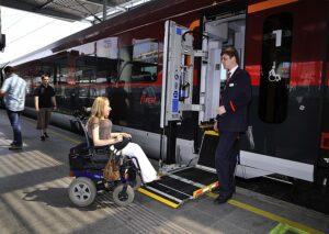 Menschen mit Behinderungen arbeiten an der Entwicklung neuer Fernverkehrszüge mit. Foto: ÖBB / Deopito