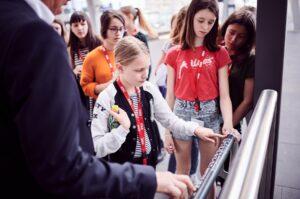 ... im Alter zwischen 11 und 16 Jahren ein überaus interessantes und abwechslungsreiches Programm geboten, um nicht nur die vielseitige Welt der Bahn zu entdecken ...