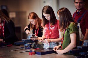 ... sondern auch neue Ausbildungswege in technischen Berufen kennenzulernen. Alle Fotos: ÖBB / Marek Knopp