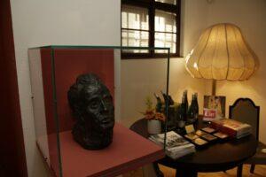 Die neue Schatzkammer – Selbstbildnis, 1917, Bronze (Guss von 1960), Landessammlungen Niederösterreich. Foto:  Egon Schiele Museum