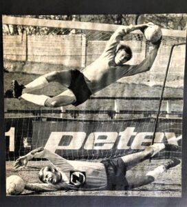 Im Bild oben der 27-jährige Gerald Fuchsbichler und unten sein um neun Jahre jüngerer Bruder Erwin. Beide im Dress des SC RAPID Wien in der Saison 1970/71. Foto: Privat / Sammlung Fuchsbichler