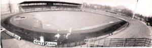 """Blick von der Stadionuhr hinein, auf die """"Gugl"""" in der Saison 1971/72. Foto: oepb"""