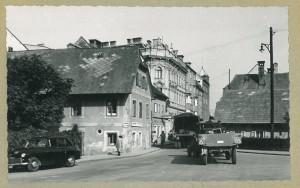 Über die Eisenhandstrasse, hier eine Aufnahme von 1955, fuhren die Beschicker und Standler nach langen Markttagen wieder ab. Foto: privat / Sammlung Yvonne Taing