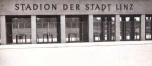 Der Stehplatzbereich-Eingang des Linzer Stadions auf der Gugl in den späten 1960er Jahren. Foto: oepb