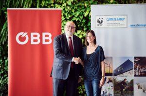 Die ÖBB, in Form von Vorstandsvorsitzenden Andeas Matthä unterzeichnen gemeinsam mit Andrea Johanides, Geschäftsführerin von WWF Österreich die WWF CLIMATE GROUP Charta. Gemeinsamen Initiativen für die Verlagerung des Güterverkehrs auf der Schiene steht damit nicht mehr im Weg. Foto: ÖBB / Marek Knopp