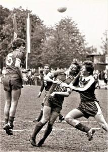 Mit dem FC Union Wels (rechts) gab es für den Aufsteiger SV Chemie Linz 1979/80 ein Kopf-an-Kopf-Rennen um die Meisterschaft. Am Ende hatten die Welser um 5 Punkte die Nase vorne. Foto: oepb