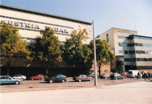 Im Jahre 1997 waren noch gut 200 Mitarbeiter im Werk Linz beschäftigt. Zur Blütezeit im frühen 20. Jahrhundert werkten hier 1.500 Personen in der Zigaretten-Produktion. Foto: oepb