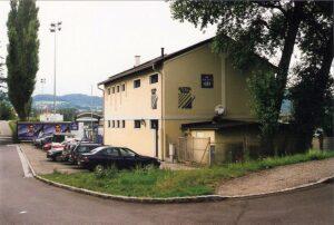 Eingangsbereich des Tabak-Platzes, der seit 1997 Donauparkstadion heißt. Hier eine Schnappschuss vom Sommer 1997. Foto: oepb