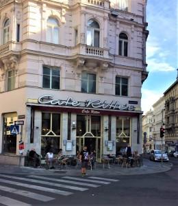 Seit über 150 Jahren existiert bereits das Café Ritter in Wien-Mariahilf, gelegen an der Mariahilfer Straße, Ecke Amerlingstraße. Wiener Kaffeehauskultur und -tradition wird dort bis heute gelebt. Foto: oepb