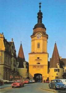 Blick auf das abendliche Steiner Tor, das als Stadttor und Wahrzeichen des schmucken Stadterls Krems an der Donau gilt. Die Aufnahme stammt aus den 1970er Jahren. Foto: oepb