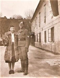 Blick auf ein junges Glück im Kriegsalltag von Linz / Donau des Jahres 1941. Dieses Paar heiratete zwei Jahre später und wurde erst durch den Tod der Gattin 1998 wieder getrennt. Foto: oepb