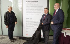 """Zu Ehren des 5. Geburtstages wurde in der Gertrude-Fröhlich-Sandner Passage auch eine neue Installation """"KÖR Kunst im öffentlichen Raum Wien"""" eingeweiht. Foto: Roland Rudolph"""