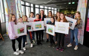 Die GewinnerInnen des Malwettbewerbs durften dabei die ÖBB in Wien hautnah erleben. Foto: ÖBB / Scheiblecker