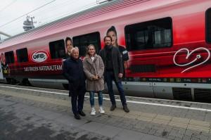 Im Bild von rechts: ÖFB-Sportdirektor Peter Schöttel, ÖFB-Teamspielerin Jasmin Eder und ÖFB-Präsident Dr. Leo Windtner. Foto: GEPA