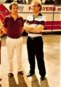 Der noch junge Manager Uli Hoeneß (rechts) neben Adolf Blutsch (damals LASK-Trainer) anlässlich eines Freundschaftsspieles in Linz im Juni 1983. Die Bayern verloren gegen eine FC Oberösterreich-Auswahl – bestehend aus VÖEST-, LASK- und Wels-Spielern – mit 1 : 3. Foto: oepb
