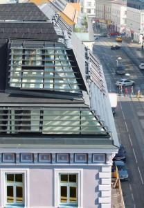 Wohnhaussanierung und Dachgeschoß-Ausbau mit Steildach in der Mariahilfer Straße 182 in Wien. Foto: © Trimmel Wall Architekten