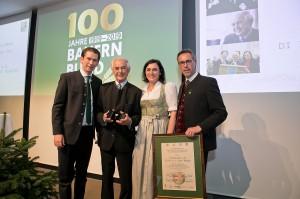 Der ausgezeichnete Josef Riegler (zweiter von links). Foto © Harald Klemm