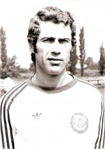 """Saison-Portrait vom Sommer 1975. Jürgen """"Joe"""" Kreuzer vor seiner 20. - und letzten – aktiven Saison beim SK VÖEST Linz. Foto: oepb"""