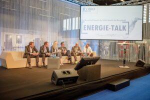 Energie-Talk der RENEXPO INTERHYDRO 2019 mit (von links) Dr. Axel Berg, Dr. Michael Losch, PR-Moderatorin Angelika Pehab, DI Herfried Harreiter, Detlef Fischer und Dirk Hendricks. Foto: © MZS / Habring