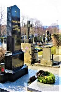 Auf den Tag genau vor 25 Jahren verstarb Erich Hof. Auf dem Dornbacher Friedhof fand er seine letzte Ruhestätte. Man beachte bitte im Hintergrund den Flutlichtmasten des Wiener Sportclub-Platzes, der zweiten Heimat der Gebrüder Hof. Foto: © oepb