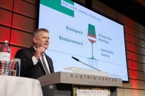 Geschäftsführer Chris Yorke präsentierte rund 550 Winzern die neue Strategie der ÖWM. Foto: © ÖWM / Martin Grabmayer