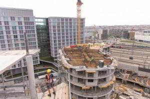 Rund 450 Wohnungen, ein Büroturm und ein Hotel, sowie Einzelhandelsflächen werden bis Ende des Jahres 2020 fertiggestellt. Foto: © Schöck Bauteile GmbH / Franz Pflügl