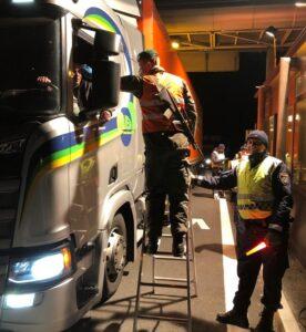 Gemeinsame Kontrolle am Grenzübergang in Suben. Foto: BMLV/Gernot HAIDEGGER