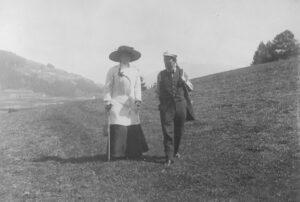 Gustav Mahler mit Gattin Alma bei einem Spaziergang anno 1909. Foto: © Österreichische Nationalbibliothek