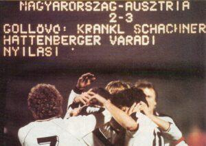 Kollektiver ÖFB-Jubel nach dem Spiel. Im Bild von links: Walter Schachner (Nr. 7), Hans Krankl (verdeckt), dahinter Josef Degeorgi, Reinhold Hintermaier (Nr. 10), im Hintergrund Kapitän Erich Obermayer. Foto: © oepb