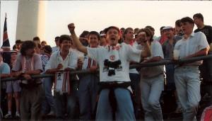 Die ManUnited-Fans bezogen im 12er Sektor des Linzer Stadions in der Stehplatz-Kurve ihre Stellung. Foto: © oepb