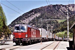 Die ÖBB Rail Cargo Group hält den Warenstrom auf der Schiene aufrecht und kann dabei sogar die Kapazität erhöhen. Der Güterverkehr auf der Schiene von und nach Italien ist trotz der Einschränkungen im Personenverkehr somit weiterhin in Betrieb. Foto: © ÖBB Rail Cargo Group / Marek Knopp