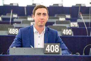 """""""Der """"Grüner Neustart"""" bietet eine Chance, die aber nicht zu Lasten der Land- und Forstwirtschaft stattfinden darf. Eine """"Farm to Fork-Strategie"""" muss die Selbstversorgung in Europa zusichern."""", fordert der ÖVP-Europaabgeordnete und Umweltsprecher Alexander Bernhuber. Foto: © Lahousse"""