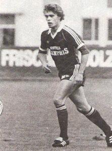 Harald Fürst am 24. Oktober 1981 im Linzer Stadion. Die Austria gewann ihr Gastspiel gegen den SK VÖEST Linz mit 2 : 0 (1 : 0). Harry Fürst erzielte den ersten Treffer. Foto: © oepb