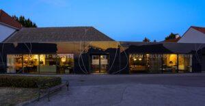 Fassade eines Möbelfachhändlers. Foto: © SERVICE&MORE / Felix Büchele