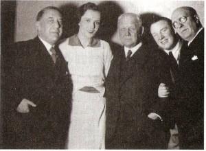 """Das Team der """"Giuditta"""" (von links): Paul Knepler, Jamila Novotna, Franz Lehár, Richard Tauber und Fritz Löhner-Beda. Bildquelle: Kein Land des Lächelns / Scan oepb"""