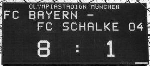 Die Anzeigetafel lügt nicht. Nachdem Schalke 04 im Herbst 1976 in München gegen die Bayern mit 7 : 0 gewann, setzte es im Frühling 1988 ein 1 : 8-Debakel. Foto: oepb