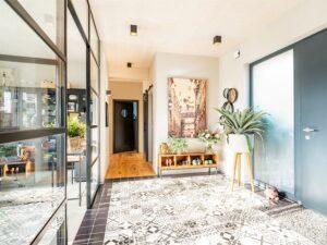 """Das trendige Haus überzeugte unter 170 Einreichungen in der Kategorie """"Bungalows"""" mit moderner, individueller Architektur in ebenerdiger Bauweise. Foto: © GRIFFNER"""