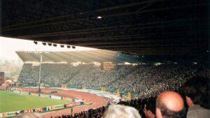 Hätte RAPID damals auf den Ruf seiner Anhänger gehört, man hätte den Europapokal gewonnen. Der Lärmpegel von der Tribüne 4 kommend, der sich über die 90 Minuten mehr und mehr aufbaute, war gigantisch. Foto: © oepb