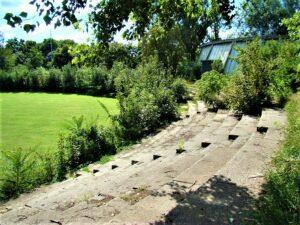 Heute zählt der WAC-Platz zu den ältesten Fußballplätzen von Wien. Die Aufnahme stammt vom September 2009. In der Zwischenzeit wurde die alte Stehplatz-Rampe samt den Stufen komplett abgetragen. Foto: © oepb